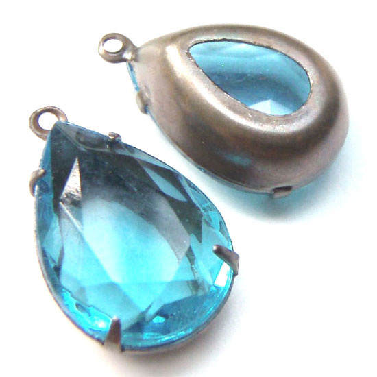 Aqua 18mm x 13mm Vintage Glass Pear Jewels