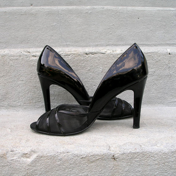 Look Again Vintage black pumps
